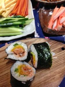 昼食は好きな具をくるくる巻いて、巻き寿司!
